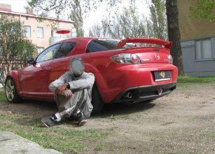 Porvoossa lastaan puukottanut esittelee itseään ja autoaan Somessa