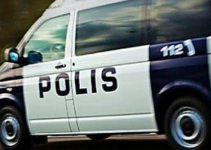 Perheenäiti retuutteli ystävättären lapsia – virtsasi poliisiautoon parikin kertaa
