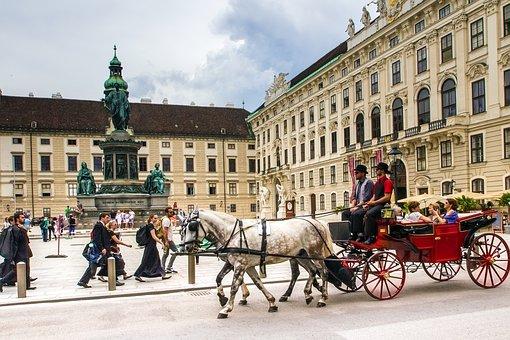 Kaksi puukkohyökkäystä keskiviikkona Itävallassa